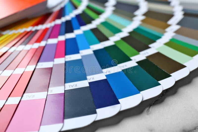 De steekproeven van het kleurenpalet, close-up royalty-vrije stock afbeeldingen