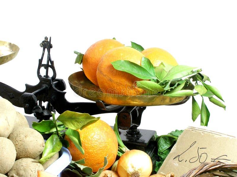 De steel van groenten bij de markt stock foto's