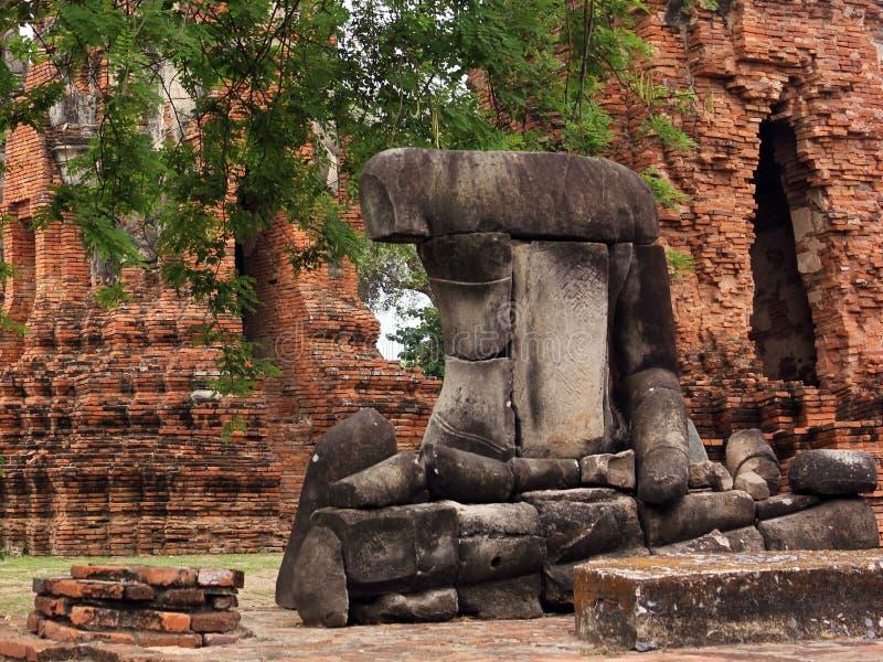 De steen blijft van het beeldhouwwerk van Boedha in Wat Phra Sri Sanphet Ayutthaya, Thailand stock foto's