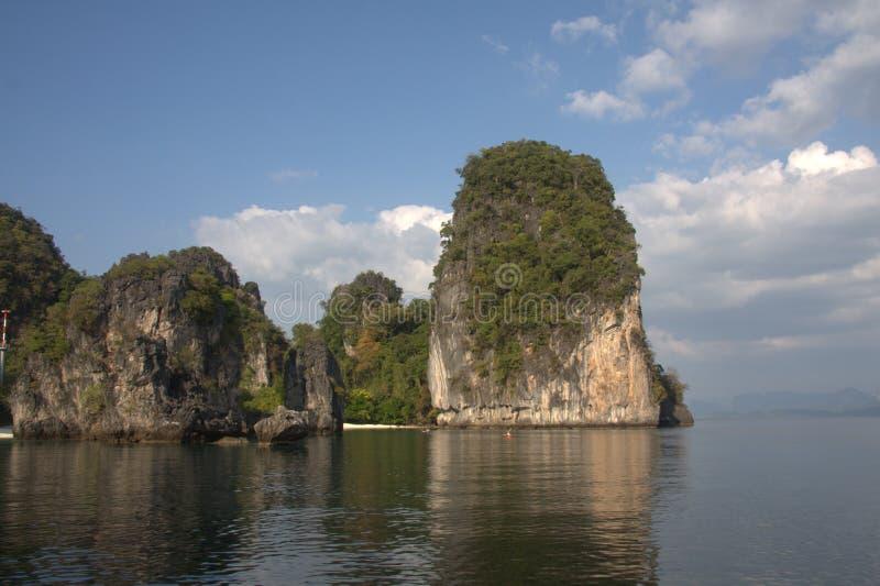 De Steile hellingen van het kalksteen, Koh Hong, Krabi, Thailand royalty-vrije stock foto's