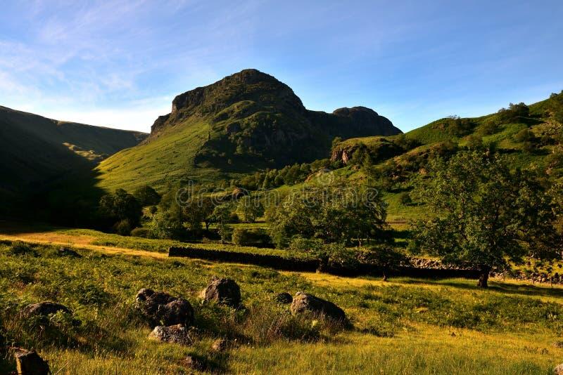 De Steile rots van Eagle Crag en van de Sergeant stock afbeelding
