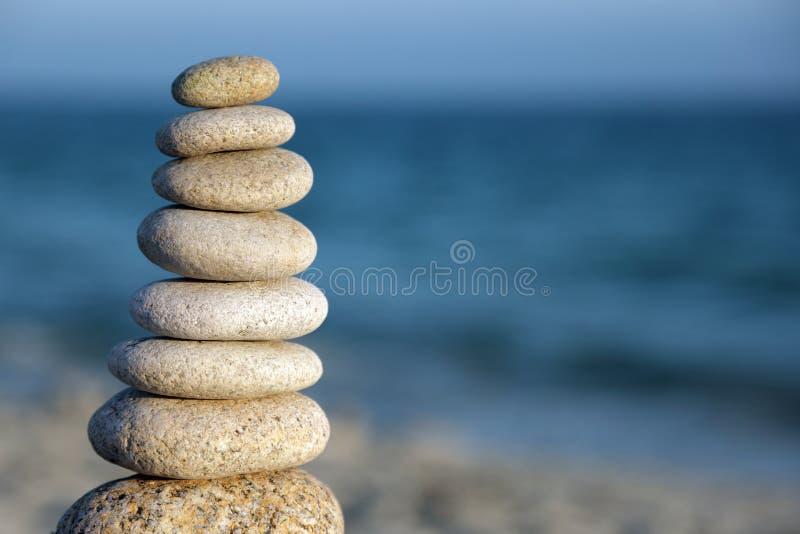 De stenen van de het saldokiezelsteen van de steen op strand stock fotografie