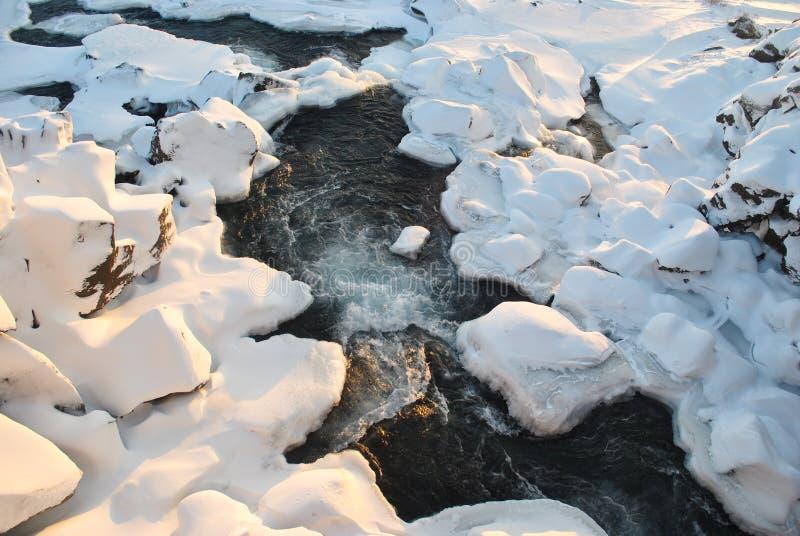 De stenen zijn behandeld met sneeuw zoals gepoederde suiker royalty-vrije stock fotografie