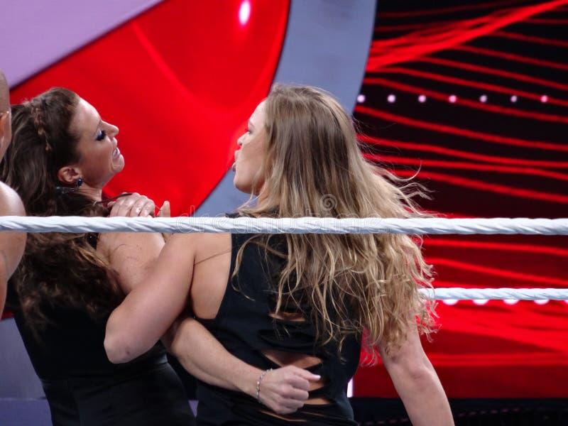 De ster en het Bantamgewicht de sloten Stephanie van Kampioensronda rousey van UFC stock foto
