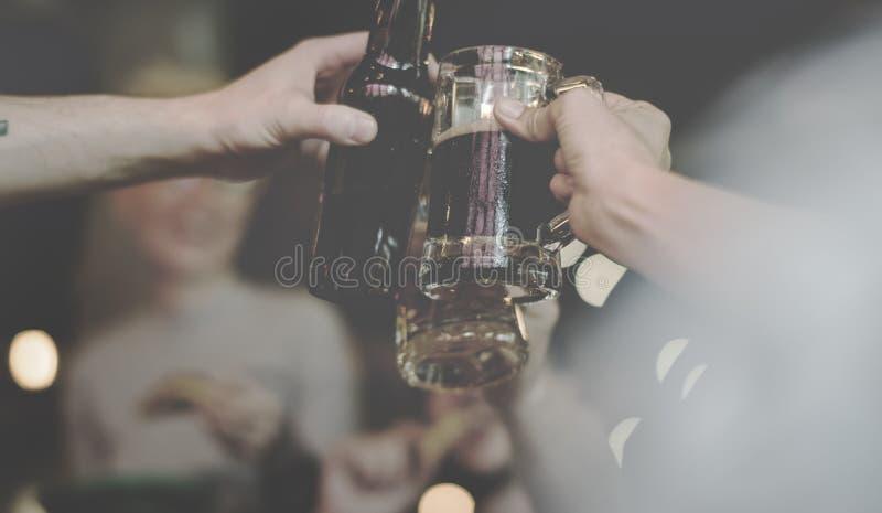 De Sterke drank van het ambachtbier brouwt Alcohol viert Verfrissing stock foto