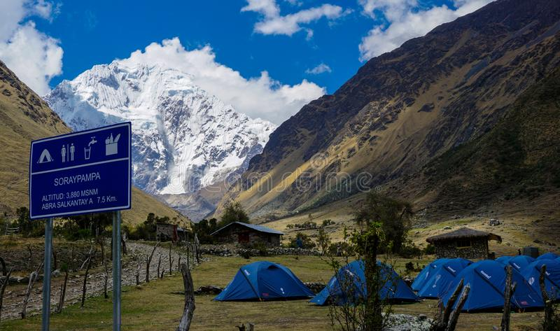 De Stijging van de Salkantayberg, Peru stock foto