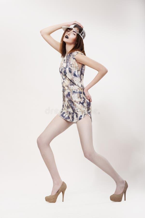 Download De Stijl Van De Manier. Dynamische Modieuze Vrouw In Moderne Dres Stock Afbeelding - Afbeelding bestaande uit podium, persoon: 29505369