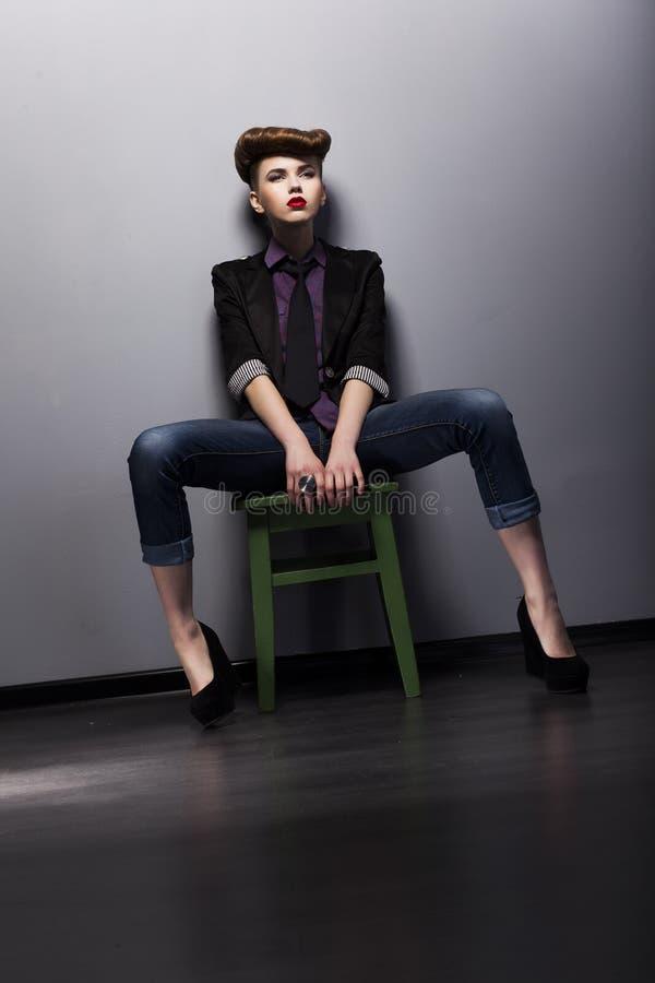 De stijl van de manier - trendy meisjesmod. in modieus kledingstuk stock afbeeldingen