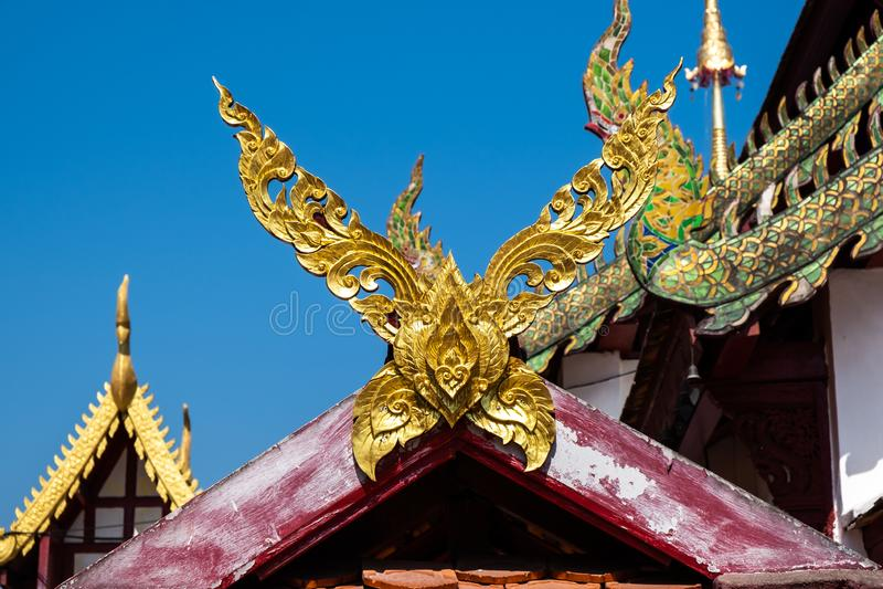 De stijl van het Kalaedak in een tempel in Chingmai-provincie, het is Thaise Noordelijke traditionele decoratieve of Lanna-stijl, royalty-vrije stock afbeeldingen