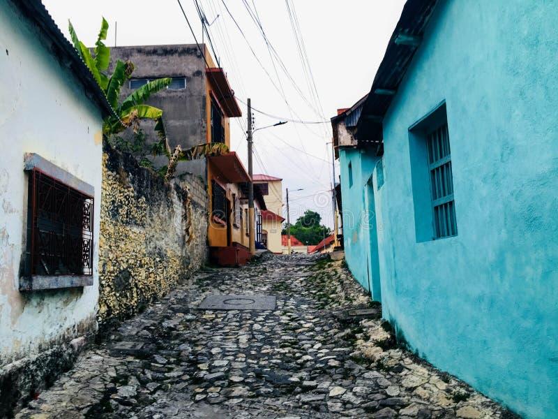 De stille engte cobbled straten van de kleine koloniale stad van F royalty-vrije stock foto