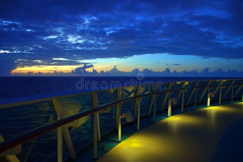 De stoelen van de zitkamer in een rij op een oceaancruiseschip royalty-vrije stock foto's