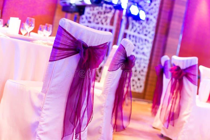 De stoelen van het huwelijk stock fotografie