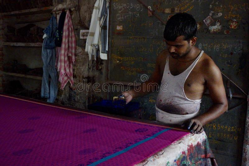 De stof van blokdruksari in Jaipur, India stock afbeeldingen