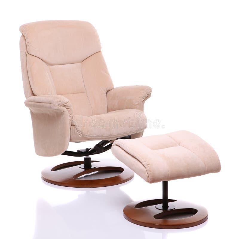 De stoffen recliner stoel van het suède met voetenbank