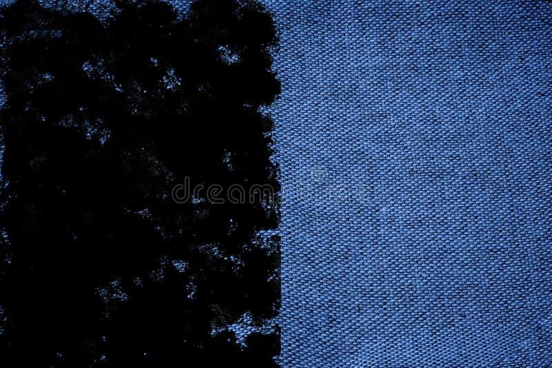 De stoffenoppervlakte van het Grunge ultra blauwe Linnen voor model of ontwerpergebruik, monster, de steekproef van de boekdekkin stock afbeeldingen