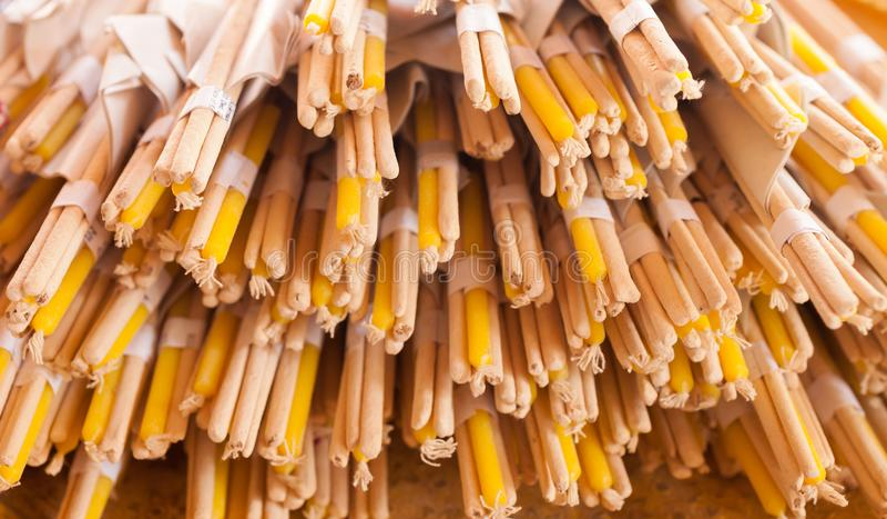 De stok en de kaarsen van de wierook stock foto's