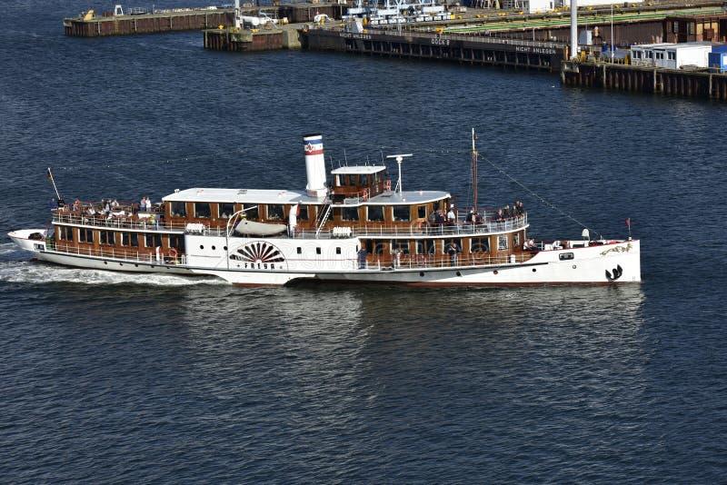De Stoomboot van het peddelwiel als Toeristische attractie, Kiel, Duitsland stock foto