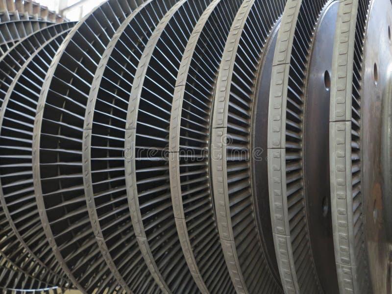 De stoomturbine van de machtsgenerator tijdens reparatie bij elektrische centrale stock afbeelding