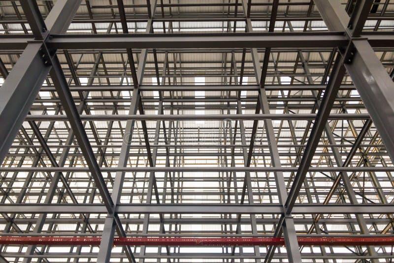 De stora byggandestrukturerna som göras med stål arkivfoton