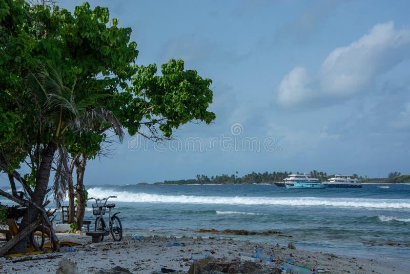 De stora vågorna av Maldiverna arkivfoton