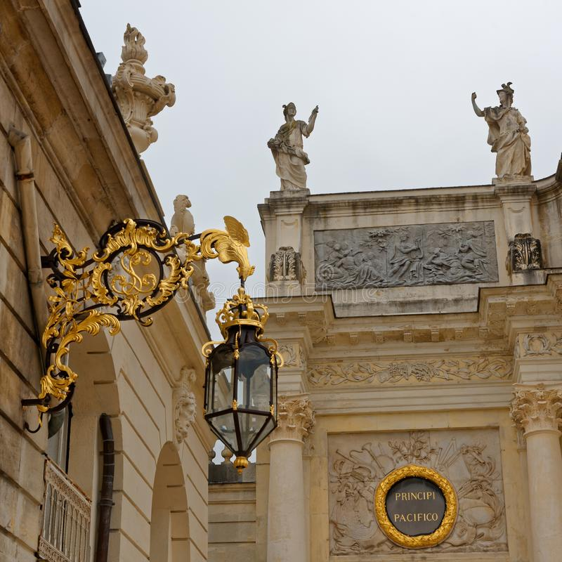 De straat detailleert dichtbij de Boog Héré op Stanislas Place in Nancy stock foto's