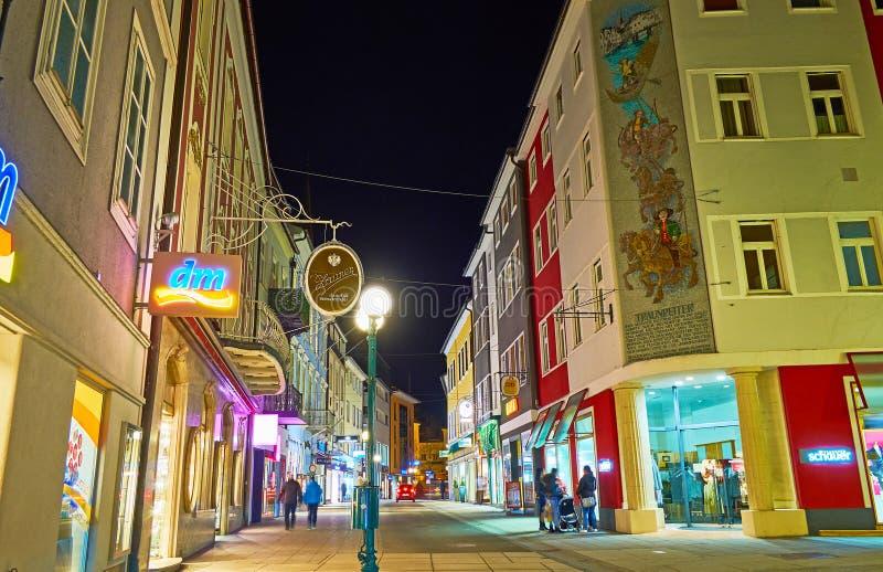 De straat van avondpfarrgasse, Slechte Ischl, Oostenrijk royalty-vrije stock afbeeldingen