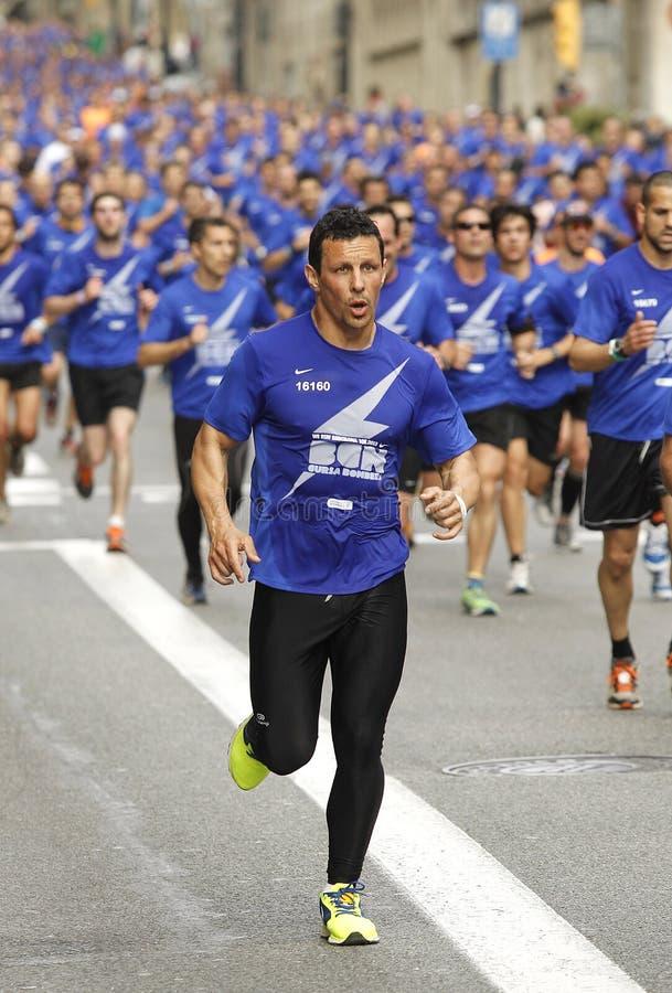 De straat van Barcelona overvol van atleten het lopen royalty-vrije stock foto