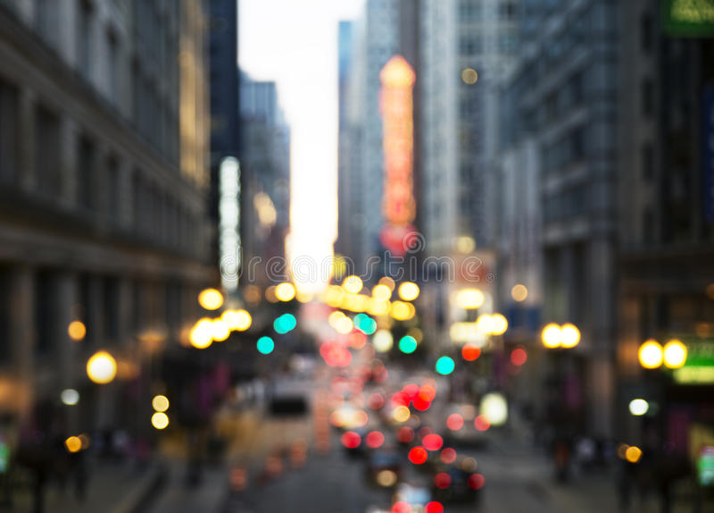 De Straat van Chicago bij Nacht stock afbeeldingen