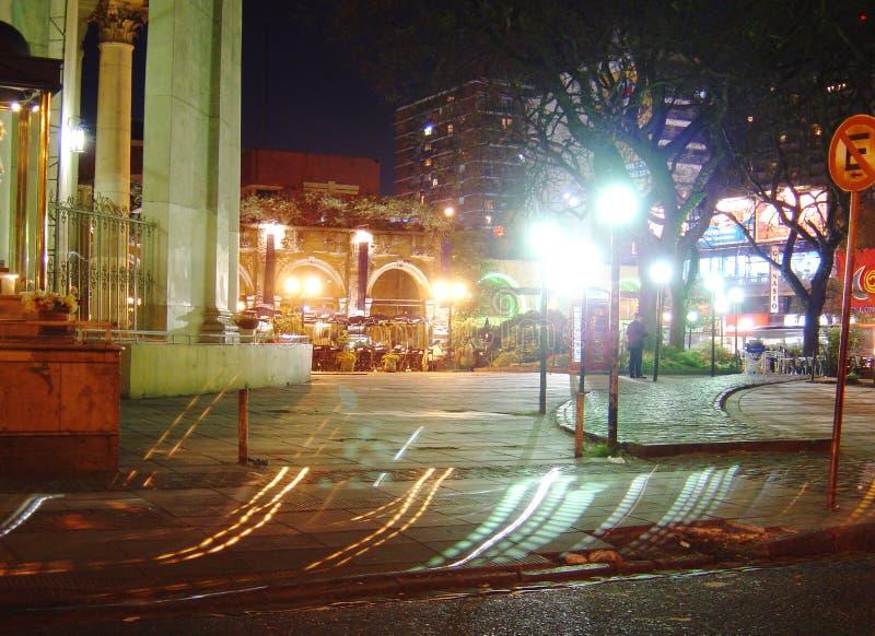 Download De straat van de nacht stock foto. Afbeelding bestaande uit lichten - 31934