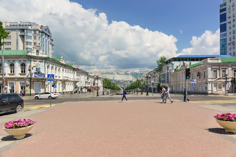 De Straat van de Novorossiyskrepubliek in het Centrale deel van de stad van Novorossiysk Rusland stock foto