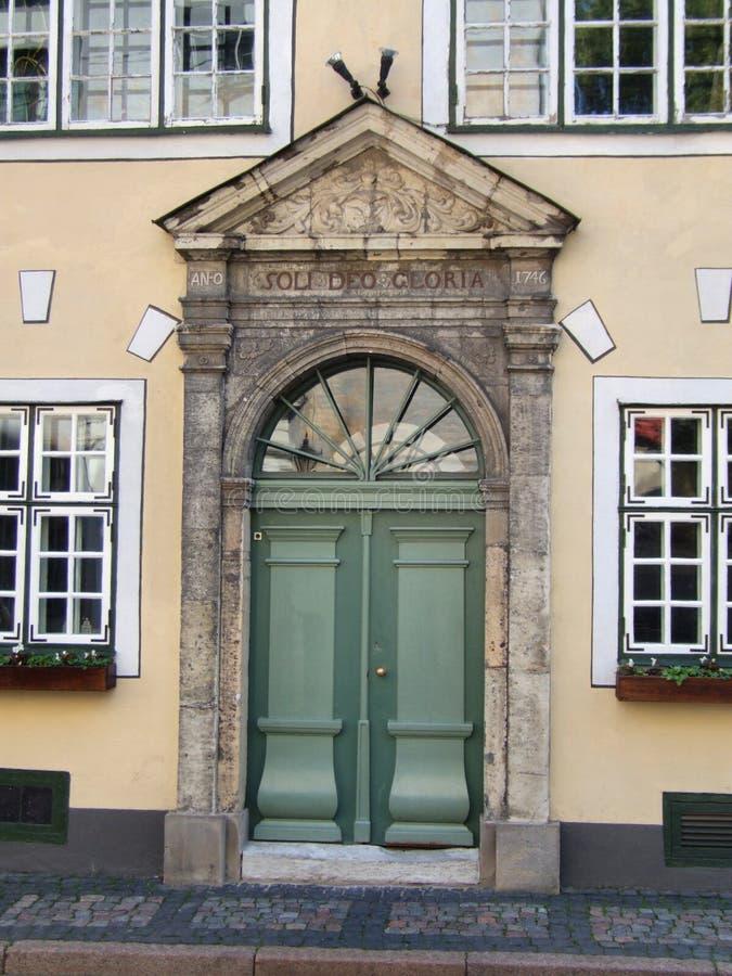 De straat van de stad - oude stad in Riga stock fotografie