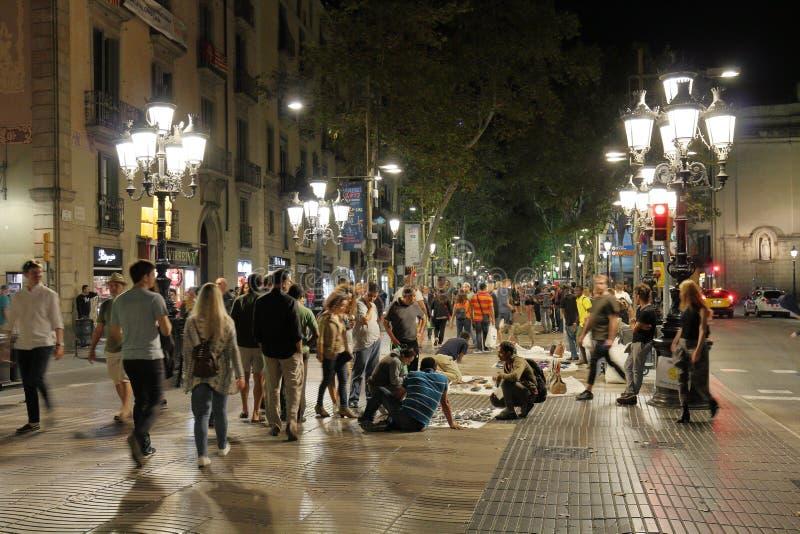 De Straat van La Rambla 's nachts, Barcelona, Catalonië, Spanje stock afbeelding