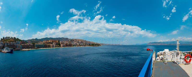 De Straat van Messina van veerboot, Sicilië, Italië stock foto