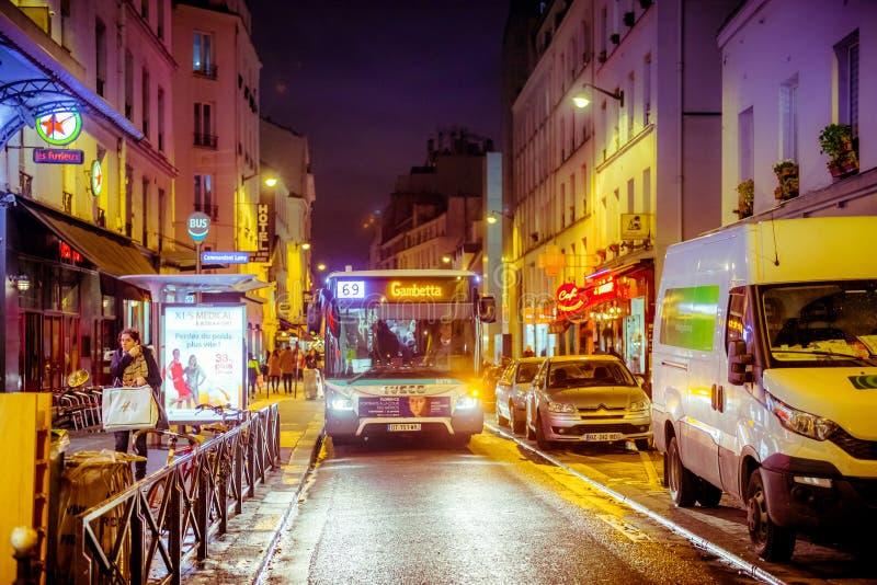 De straat van Parijs bij nacht royalty-vrije stock fotografie