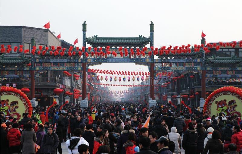 De straat van Qianmen in Peking tijdens het Festival van de Lente stock foto's