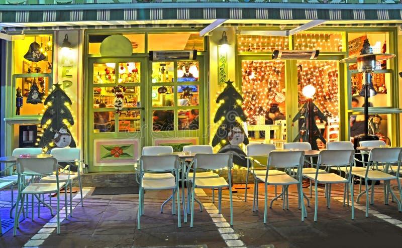 De straatkoffie Ioannina Griekenland van de Kerstmisnacht royalty-vrije stock foto's