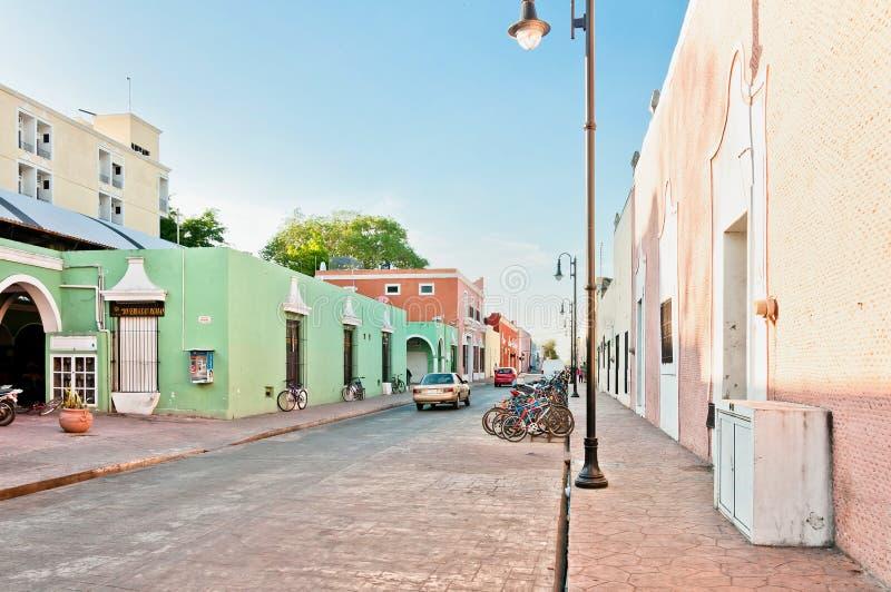 De straatmening van de binnenstad in Valladolid, Mexico royalty-vrije stock foto