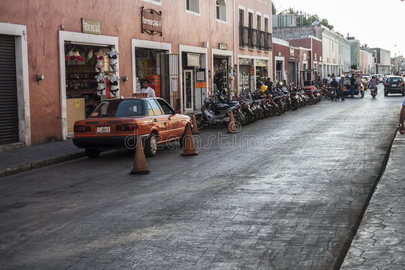 De straatmening van de binnenstad in Valladolid, Mexico royalty-vrije stock fotografie
