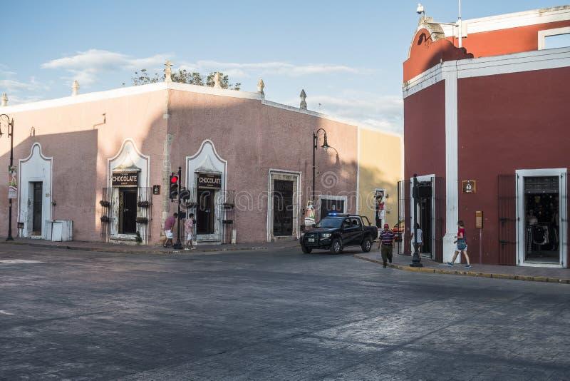 De straatmening van de binnenstad in Valladolid, Mexico stock fotografie