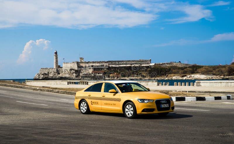 De Straatverkeer van Cuba Havana Old City Audi Cars Florida stock foto