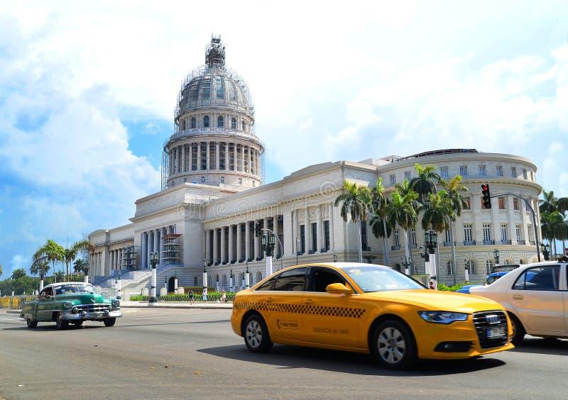 De Straatverkeer van Cuba Havana Old City Audi Cars Florida royalty-vrije stock afbeeldingen