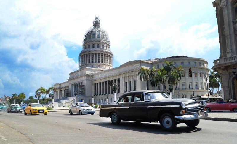 De Straatverkeer van Cuba Havana Old City Audi Cars Florida stock afbeeldingen