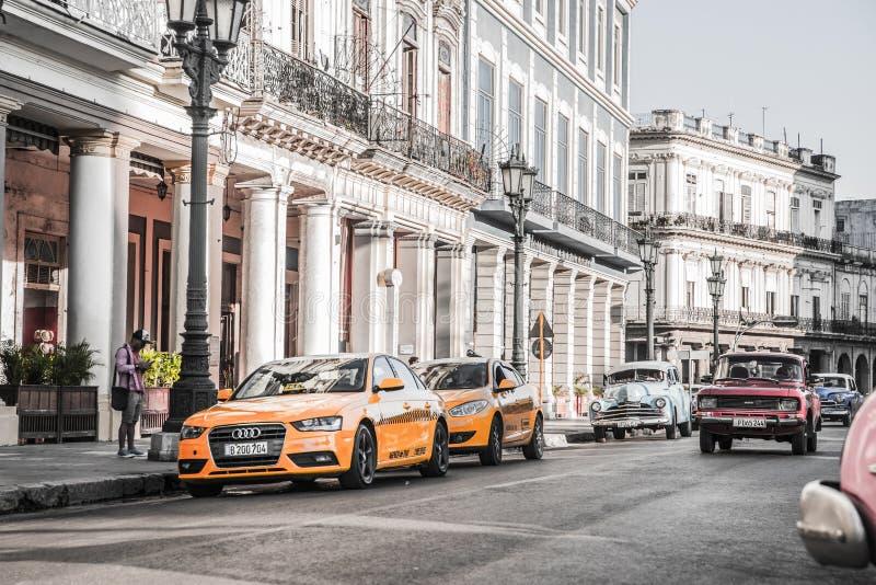 De Straatverkeer van Cuba Havana Old City Audi Cars Florida stock fotografie