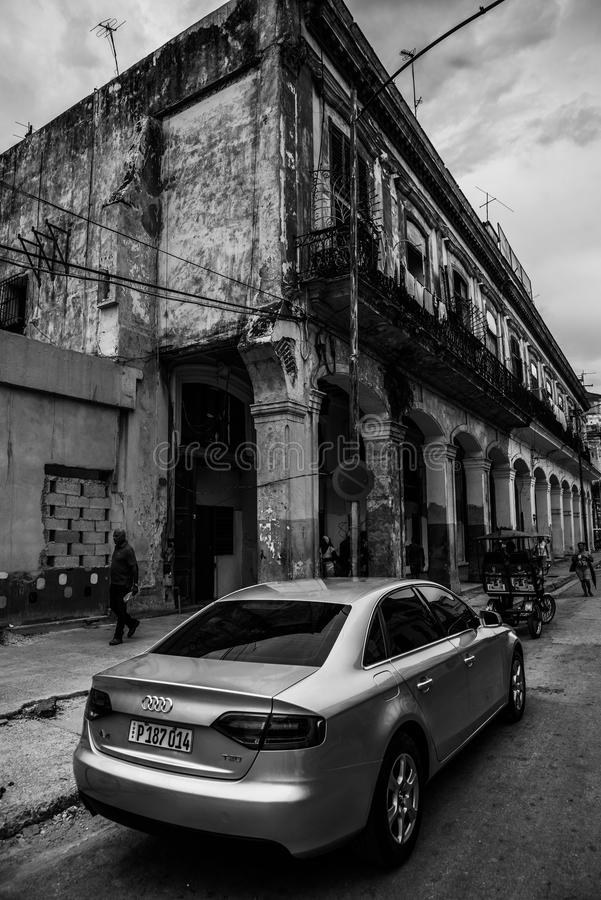De Straatverkeer van Cuba Havana Old City Audi Cars Florida royalty-vrije stock afbeelding