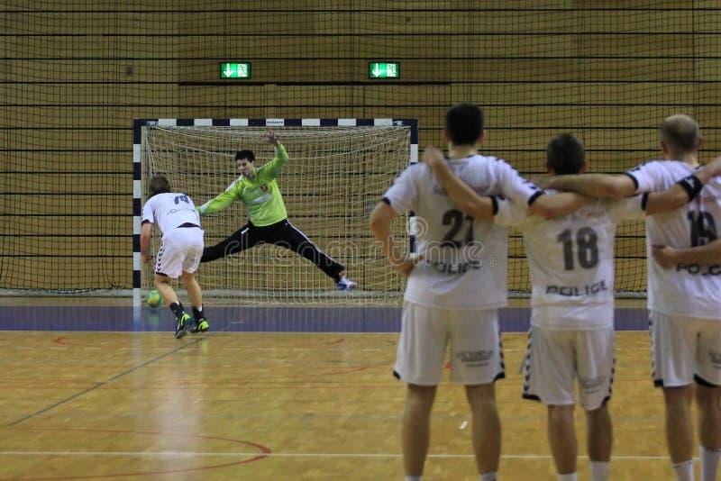 Download De Strafschop Van Het Handbal Redactionele Stock Foto - Afbeelding bestaande uit zaal, handbal: 29506353