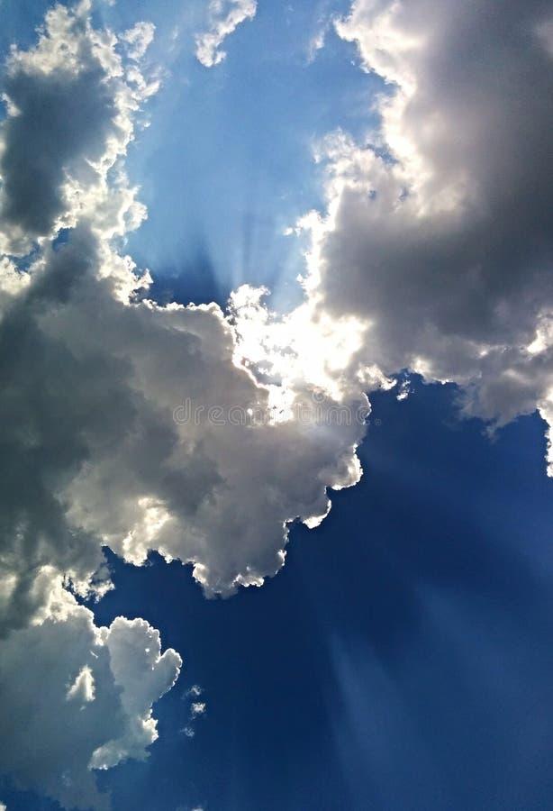 De stralen van de zon het glanzen stock fotografie