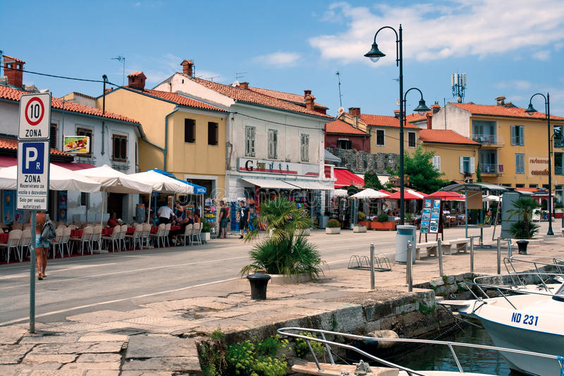 De strandboulevard van Novigrad royalty-vrije stock afbeelding