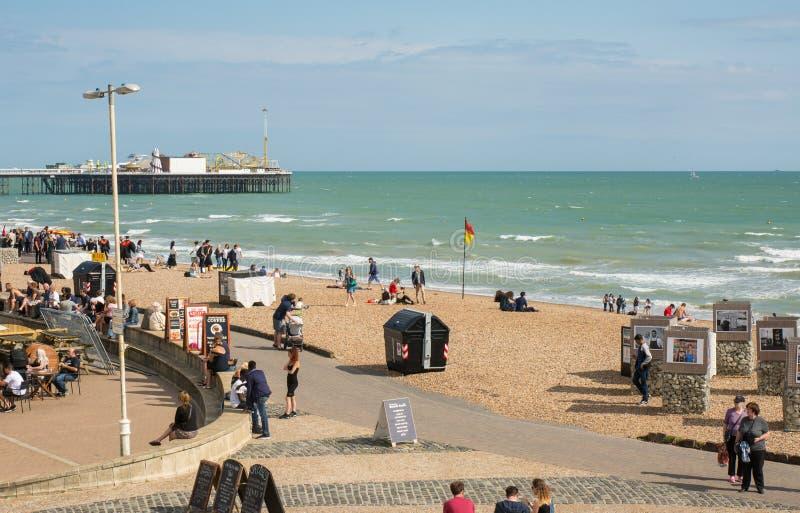 De strandboulevardpromenade van Brighton en pijler, Engeland royalty-vrije stock foto's