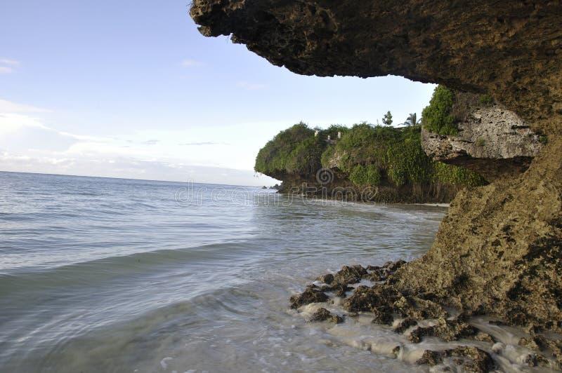De stranden van Mombasa ` s zijn leeg Er zijn nauwelijks om het even welke toeristen royalty-vrije stock foto's
