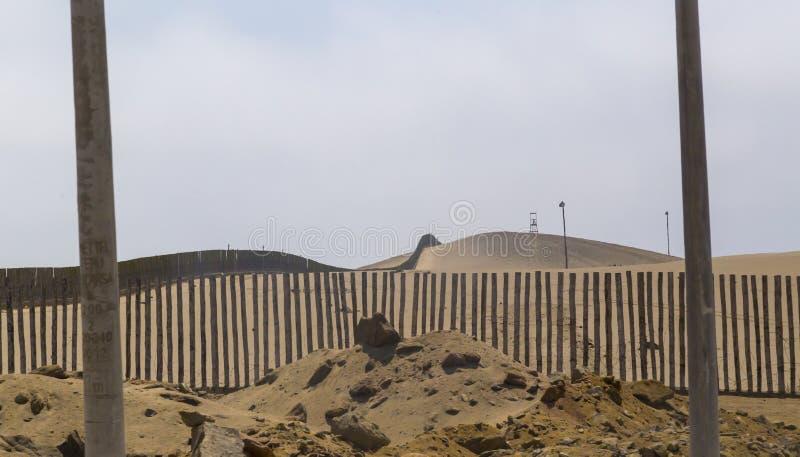 de stranden van pisco, paracas, Peru, het overzees en de woestijn komen samen royalty-vrije stock afbeeldingen